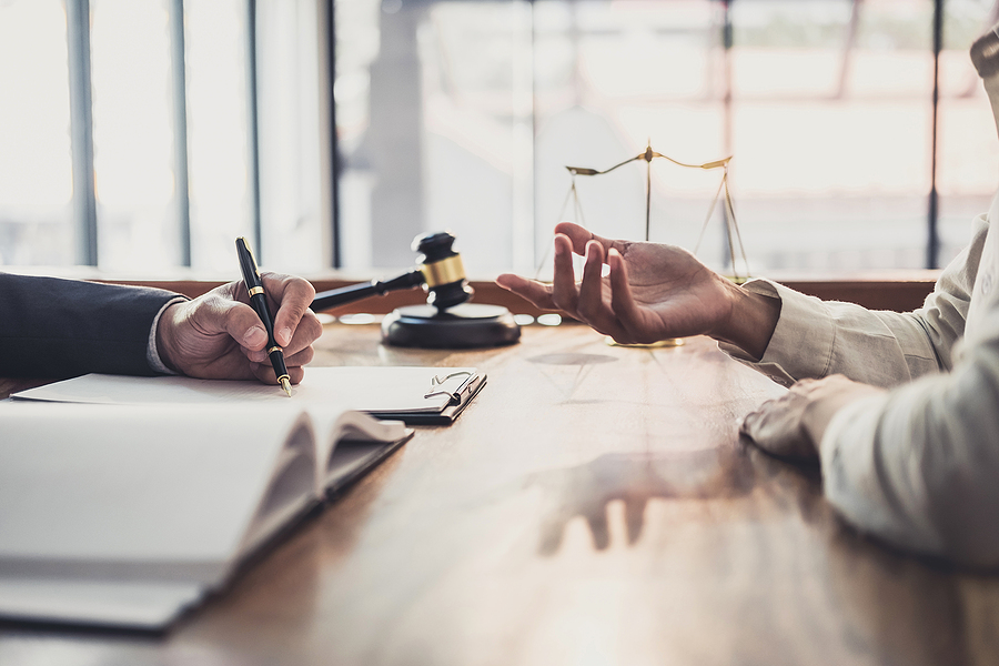 best criminal lawyer in Melbourne giving advice to a client
